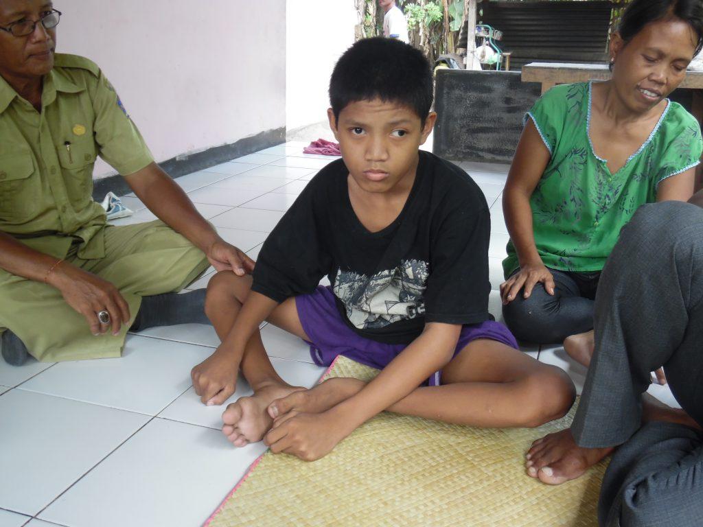 Een gehandicapt kind helpen